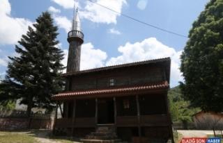 (Özel) Çivi çakılmadan yapılan tarihi cami 136...