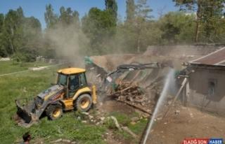 Van'da şehir merkezindeki ahırlar yıkılıyor