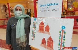 Otizmli mülteci çocuklar için resim sergisi