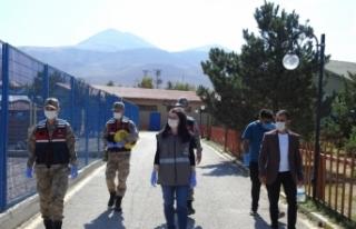 Erzurum'da tedavileri tamamlanan kuşlar doğaya salındı