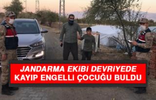 Jandarma Ekibi Devriyede, Kayıp Engelli Çocuğu...