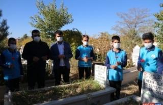 Van depreminde yaşamını yitirenler anıldı