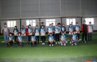 Van'da belediyenin açtığı kursa katılan 30 öğrenci...