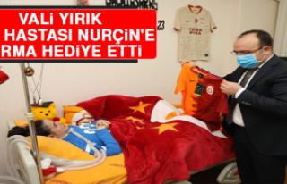 Vali Yırık, Kas Hastası Nurçin'e Forma Hediye...