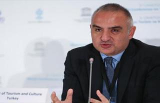 """Bakan Ersoy: """"Turizmde rakiplerimize göre daha..."""