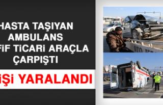 Elazığ'da Hasta Taşıyan Ambulans, Hafif Ticari...