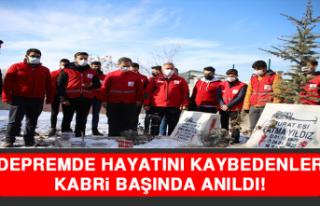 Elazığ Depreminde Hayatını Kaybedenler Kabri Başında...