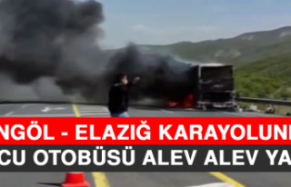 Bingöl - Elazığ Karayolunda Yolcu Otobüsü Alev...