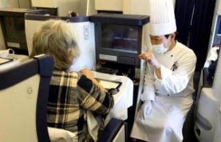 Hiçbir yere gitmeyen uçakta 540 dolara lüks yemek
