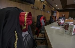 Eski Yargıtay üyesi Cumhur Özer'in hapis cezası...