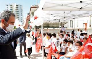 Bakan Özer: Okullar ilk açılan ve en son kapanan...