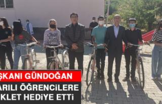 Başkanı Gündoğan, Başarılı Öğrencilere Bisiklet...