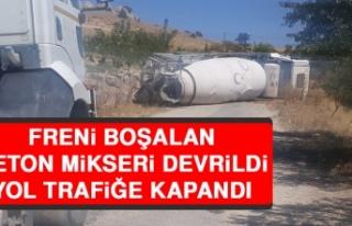 Freni Boşalan Beton Mikseri Devrildi, Yol Trafiğe...
