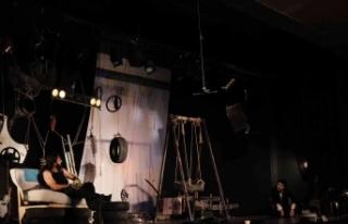 Maltepe'de hukukçular bu kez adliyede değil tiyatro...