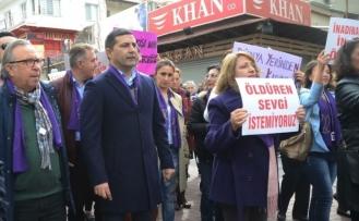 Kuşadası'nda kadınlar günü yürüyüşüne büyük ilgi