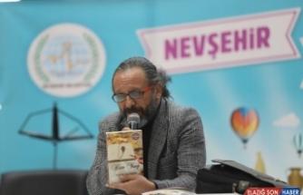 Yazar Sinan Yağmur, Nevşehir Kitap fuarında okurlarıyla buluştu