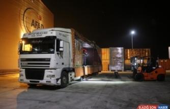 AFAD'ın Düzce deposundan Elazığ'a 1 tır battaniye gönderildi