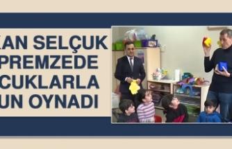 Bakan Selçuk Depremzede Çocuklarla Oyun Oynadı