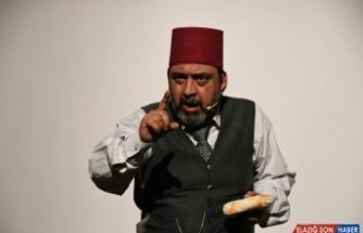 'Gitme Ey Yolcu' oyunu Sındırgı'da sergilendi