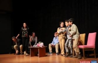 Turgutlu'da çocuk tiyatro ekibine büyük alkış