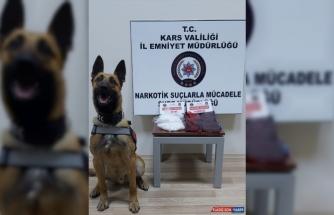 Uyuşturucu tacirleri ticari takside 3 kilo uyuşturucuyla yakalandı
