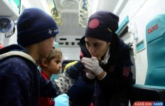 Yolu kardan kapanan köyde rahatsızlanan 6 çocuk, 9 saatte hastaneye götürüldü