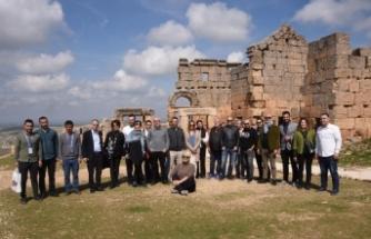 Gazetelerin genel yayın yönetmenlerinden Zerzevan Kalesine ziyaret