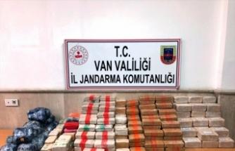 Van'da, atlarla İran sınırından yurda sokulan 161 kilogram uyuşturucu ele geçirildi