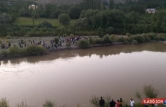 Kars'ta nehre giren genç kayboldu
