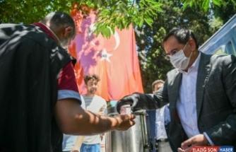 Başkan Demir, 'Ayasofya-i Kebir Camii Şerifi' için şerbet dağıttı