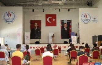 Hakkari'de şiir ve ses yarışması düzenlendi