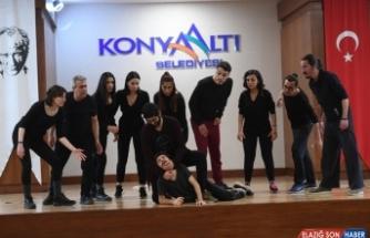 """Konyaaltı Belediye Tiyatrosu, """"Kuvayi Milliye Destanı"""" ile perdesini açacak"""