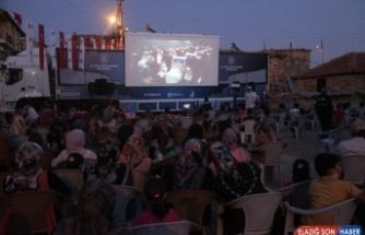 Gezen sinema tırı vatandaşları sinemayla buluştuyor