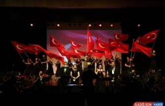 Mersin Şehir Tiyatrosu, 'Anadolu Toprağı Uyanıyor' gösterisiyle perdelerini açtı