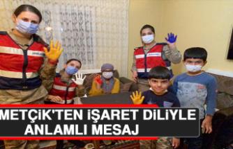 Mehmetçik'ten İşaret Diliyle Anlamlı Mesaj, Vefalı Sürpriz