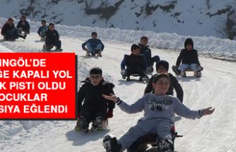 Bingöl'de Trafiğe Kapalı Yol Kayak Pisti Oldu, Çocuklar Doyasıya Eğlendi