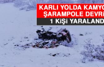 Karlı Yolda, Kamyonet Şarampole Devrildi: 1 Yaralı