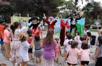 Çocuklar 'Alice Harikalar Diyarı' ile eğlendi