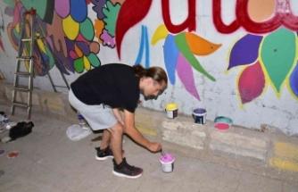 Sındırgı sokakları grafiti sanatı ile renkleniyor