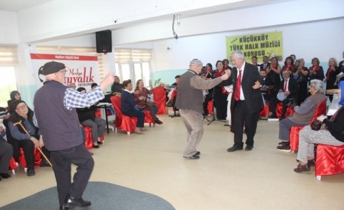 Balıkesir Huzurevi sakinlerine yılbaşı konseri