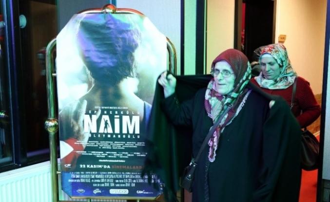 Üniversite öğrencileri harçlıklarını köylü kadınların ilk filmi için harcadılar