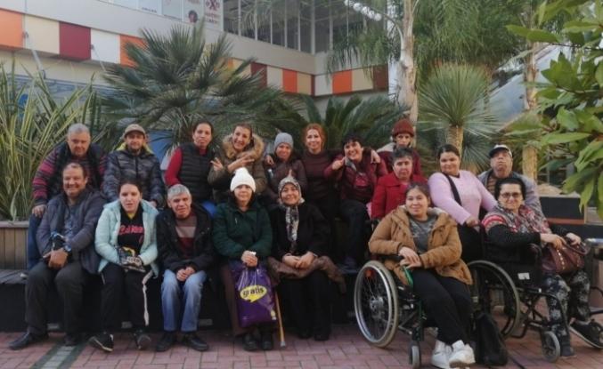 """Ayvalıklı engellilere """"sinema"""" terapisi"""