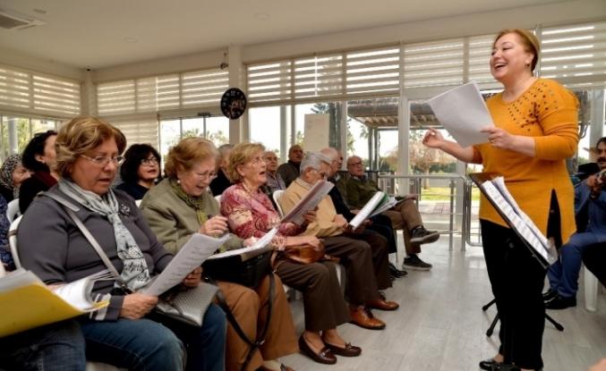 Mersin'deki emeklilerden Türk Sanat Müziği Kursuna büyük ilgi