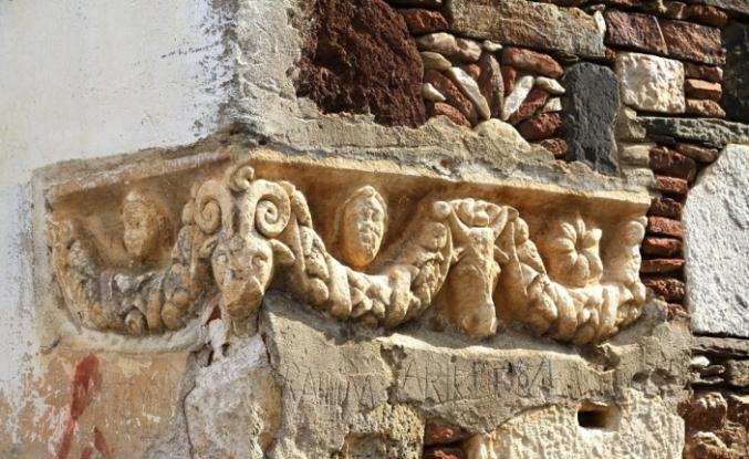 Ev duvarındaki tarihi eser müzeye taşınacak