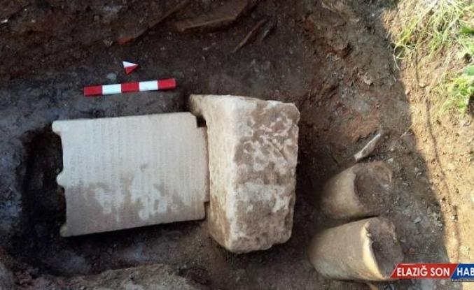 Sondaj çalışmasında tarihi mezar taşı ve yazıt buldular