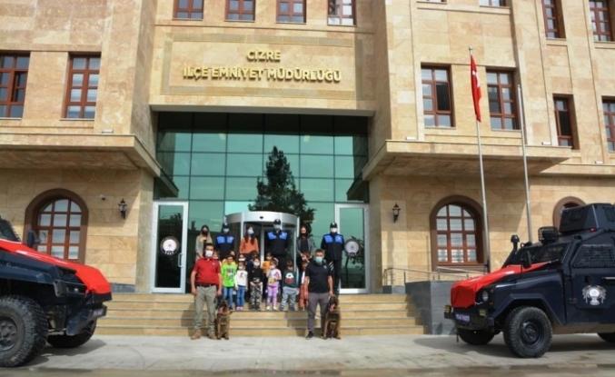 Cizre'de minik öğrenciler emniyet müdürlüğünü gezdi