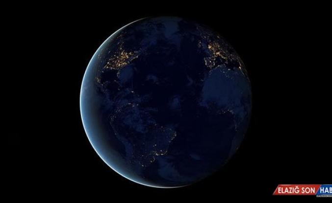 NASA: Eyfel'den daha büyük bir cisim Dünya'nın yakınından geçecek